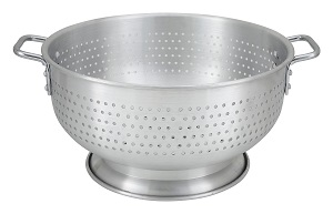 COLANDER-16 QT  ALUMINUM  W/BASE & HANDLE