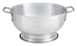 COLANDER-  8 QT ALUMINUM   W/BASE & HANDLE